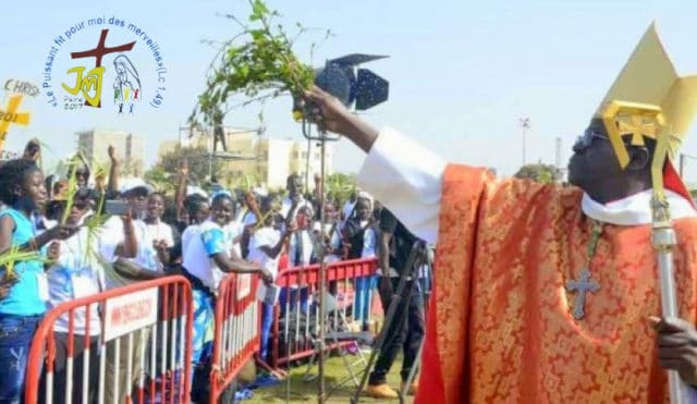 Les foulards pour remplacer les rameaux lors du dimanche des rameaux au Sénégal