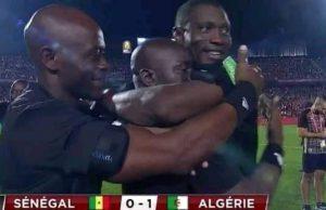 Les Arbitres Jubilent Après La Victoire De LAlgérie1