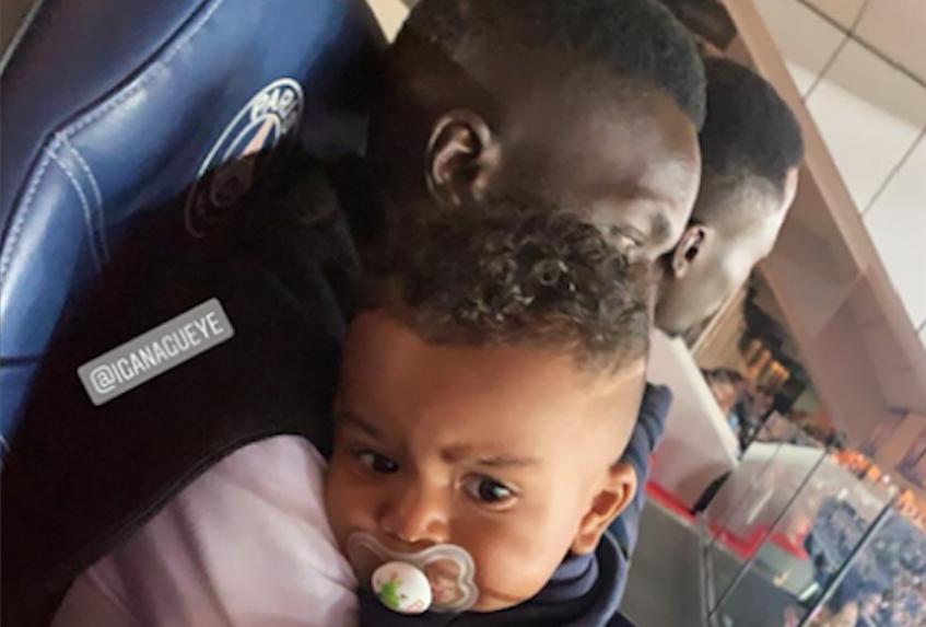 Photos) PSG: Gana Gueye en toute complicité avec son fils au Parc ...