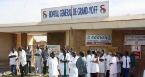 Mouvement D 039 Humeur A L 039 Hopital General De Grand Yoff Les Travailleurs En Sit In Denoncent La Mauvaise Gestion Des Finances 1325656