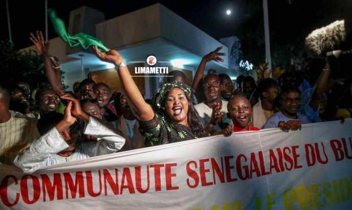Arrivée De Macky Sall À Ouagadougou Sommet Cedeao 1