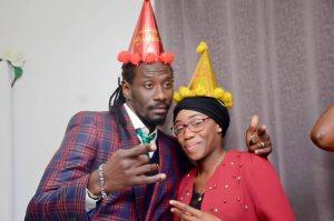 Surprise pour ses 40 ans : Carlou-D craque devant ses fans (Vidéo+ photos)