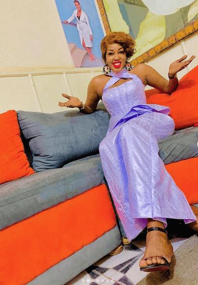 """(15 Photos) Ya Awa Rassoul de la Sen Tv perturbe la concurrence avec ses 03 différentes """"Sagnsés"""" à vous couper le souffle"""