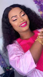 (05 Photos) : Admirez le boubou, le maquillage et les bijoux de la sulfureuse Mbathio Ndiaye en mode korité. Tout simplement époustouflante