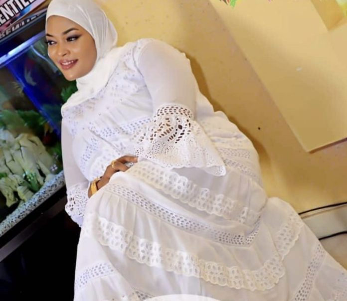 (14 Photos) Boury Bathily, l'épouse de Balla Gaye 2, en mode hijab entourée par ses charmantes sœurs