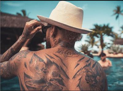 20 Photos : Regardez le look de Neymar sans maillot