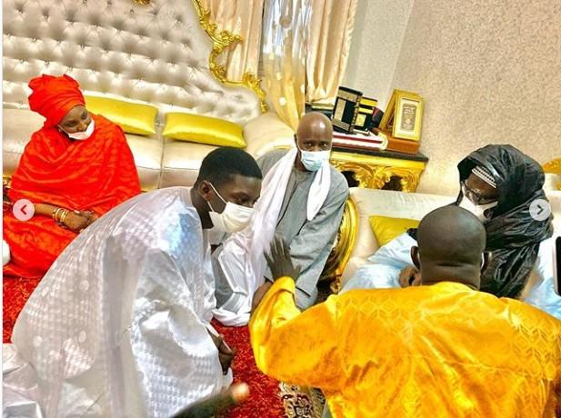 Le fils de Aly Ngouille Ndiaye chez le khalife général des mourides (Photos)