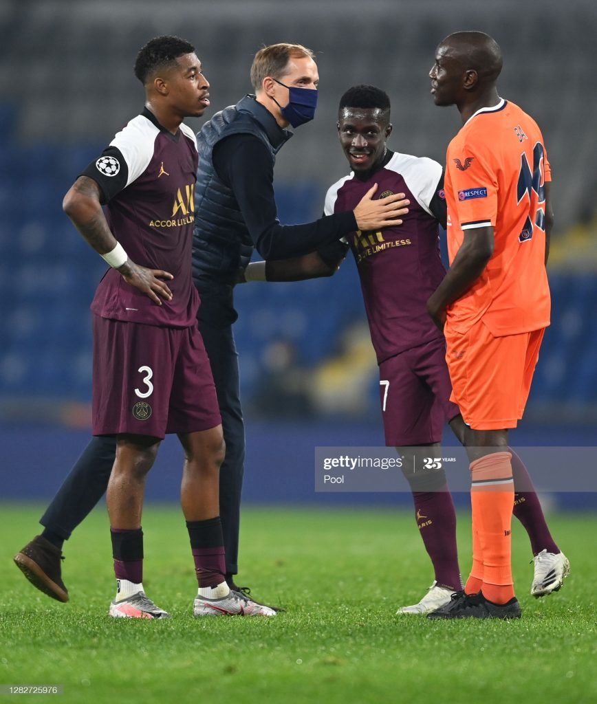 (05 Photos) Victoire du PSG sur Basaksehir (2-0), Retrouvailles entre Gana Gueye et Demba Ba après la rencontre