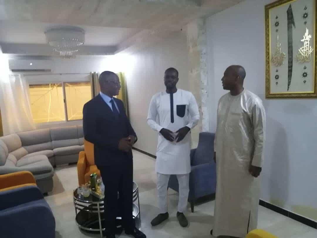 (Photos) Quand Ousmane Sonko réconcilie Barthelemy Dias et Me Moussa Diop chez lui