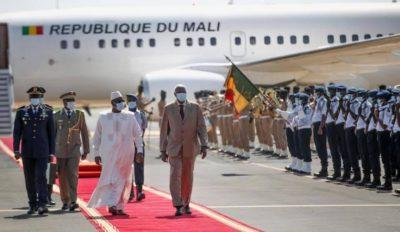 Les images de l'arrivée du Président Bah Ndaw est à Dakar !