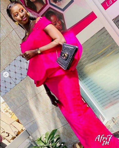 "(03 Photos) Daba Ndiaye de la série ""Vip Sagnsé"" ravit encore ses followers avec sa belle tenue"