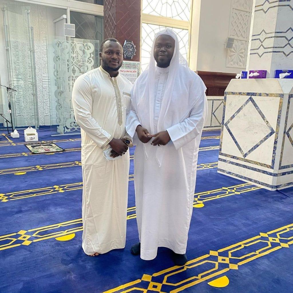Photos : Modou Lô chaleureusement accueilli et récompensé à Dubaï