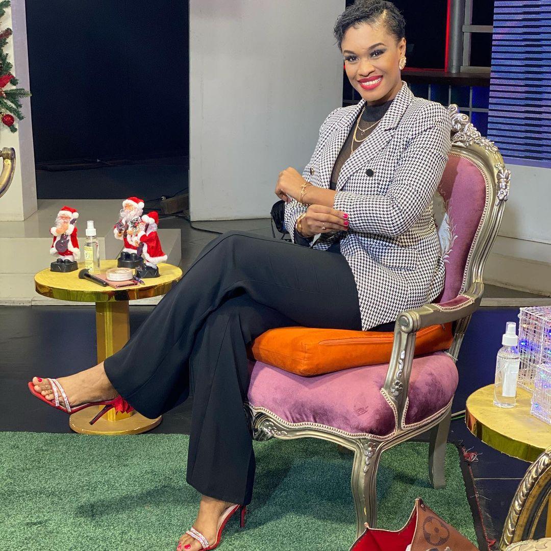 05 Photos - Ndeye Ndack toute charmante, dégage une forme pétillante après l'annonce de sa démission