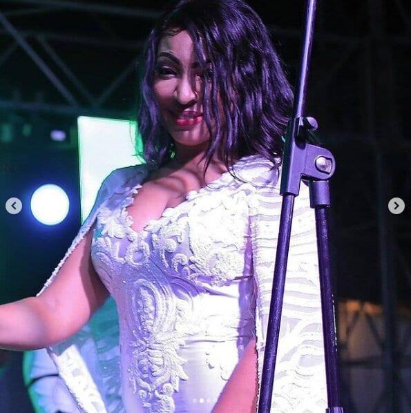 (04 Photos) : Magnifique dans sa tenue regardez comment Viviane a réussit le pari en Gambie