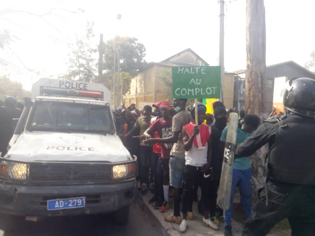 Marche pour la libération de Sonko à Ziguinchor : Les forces de l'ordre et les manifestants côte à côte
