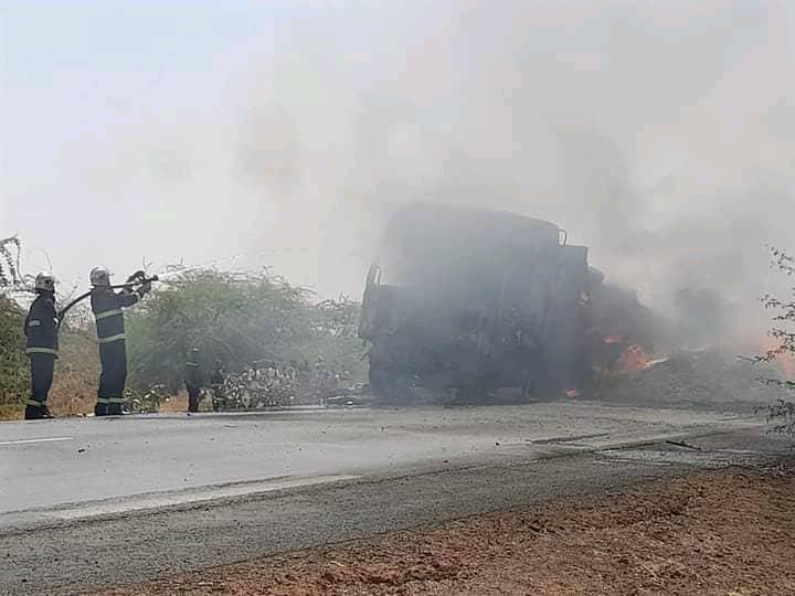 Axe Fatick - Kaolack: Un camion qui transportait du foin d'arachide complètement détruit par les flammes.