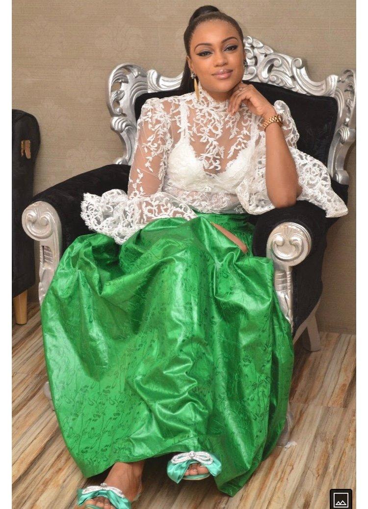 (03 Photos) Simple et discrète : Voici la ravissante épouse de Bouba Ndour