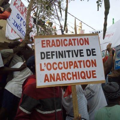 """Anarchie à Keur Massar : Des populations battent le macadam et """"fusillent"""" le maire !"""