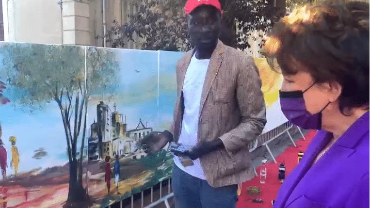 Vidéo-Découvrez Ouzin Mboup : Un artiste talentueux qui réinvente la symbiose France-Afrique avec une touche picturale magique